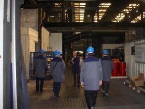 Eintritt in die erste Werkhalle, in welcher gerade im Zuge der ständigen Modernisierung gebaut wird.
